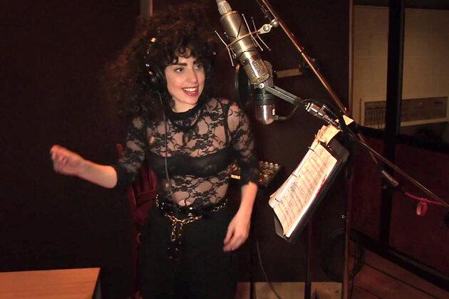 Леди Гага в клипе на песню «I Can't Give You Anything but Love»
