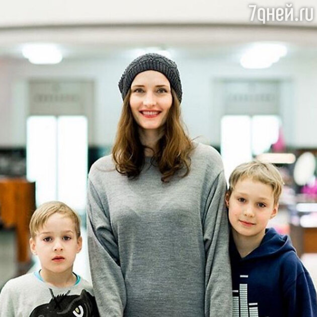 Анастасия Бегунова с сыновьями Иваном и Григорием