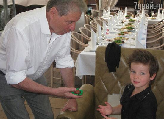 Вениамин Смехов с внуком Макаром