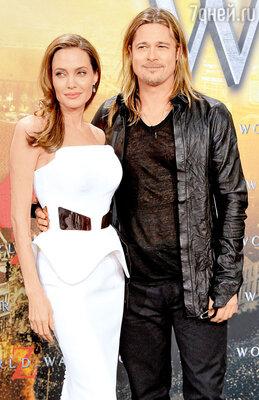 Брэд Питт с Анджелиной Джоли напремьерефильма «Война миров Z». Июнь 2013 год