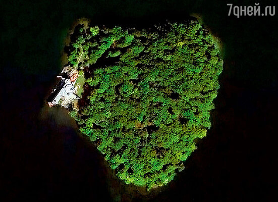 Анджелина подарила Брэду на 50-летие остров в форме сердца неподалеку от Нью-Йорка