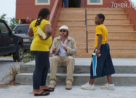 Брэд Питт на строительстве квартала дляжителей Нового Орлеана, чьи дома были разрушены ураганом