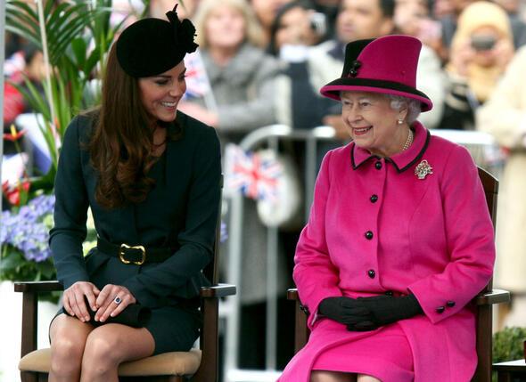Королева с женой своего внука Уильяма. 2012 г.