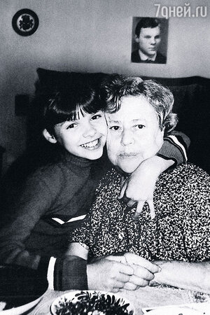 Старшая дочь Виталия Соломина Настя  и его мама Зинаида Ананьевна