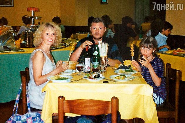 Виталий Соломин с женой Марией и дочкой Елизаветой
