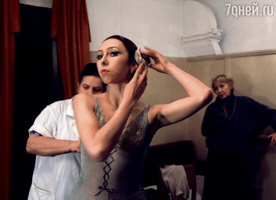 Нина Семизорова появилась в театре за год до рождения Маши.  Она стала ученицей Галины Улановой. И вскоре они с Марисом поженились