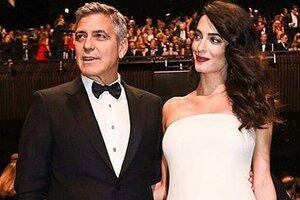 Образ дня: Амаль Клуни в Atelier Versace