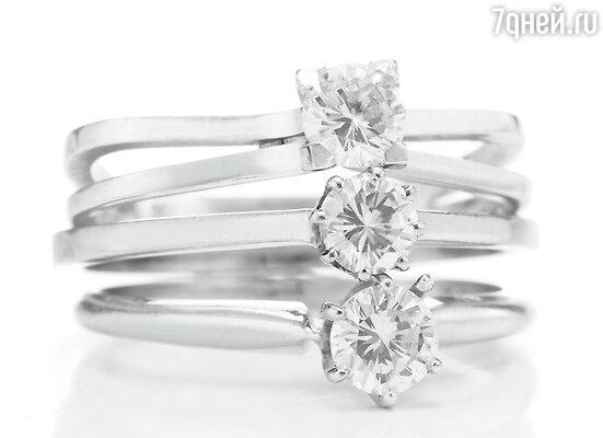 Кет Уолш примерила кольцо, которое Элизабет выигара в пинг-понг у Ричарда Бертона