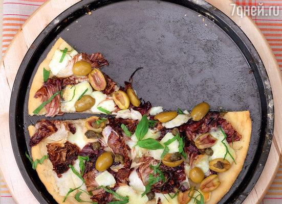 Пицца с салатом радиккио