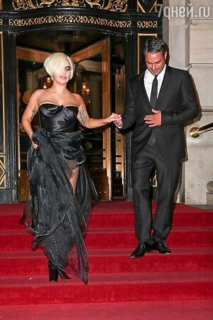 Леди Гага с женихом