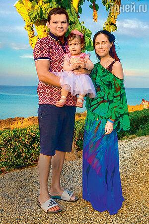 Илана Юрьева с мужем Дмитрием Дылдиным и дочерью Дианой