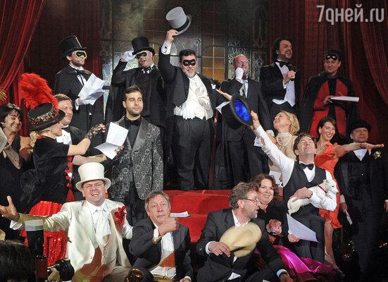 Красный зал «Метрополя» – «La Salle Rouge» – превратился в настоящее  парижское кабаре