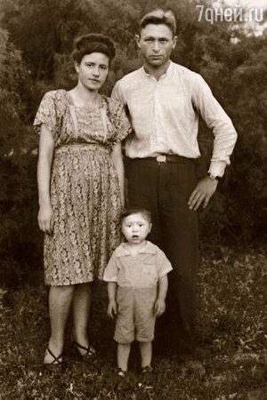 Иосиф Райхельгауз с родителями Леонидом Мироновичем и Фаиной Иосифовной