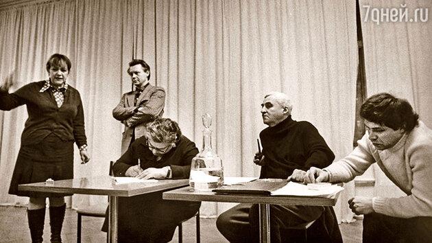 Галина Волчек, Олег Табаков, Константин Симонов и Иосиф Райхельгауз (справа)