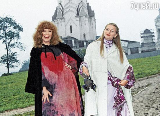 Алла и Галя — жена Анатолия Брусиловского, работавшего художником на фильме «Пена»
