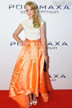 Светлана Ходченкова в юбке от Christian Dior