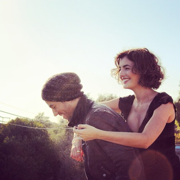 Энрике Иглесиас и Камилла Белль в клипе «Heart Attack»
