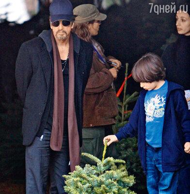 Аль Пачино, его сын Антон и купленная ими елка