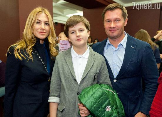 Алексей Немов с семьей
