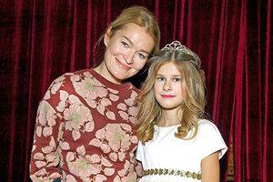 Дочка Виктории Толстогановой стала сказочным персонажем из «Алисы в стране чудес»