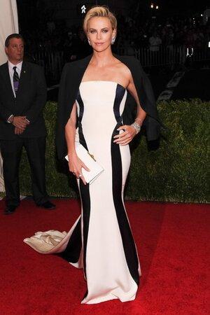 Шарлиз Терон в платье от Dior Couture и украшениями от Fred Leighton