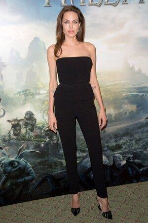 Анджелина Джоли в комбинезоне от Ralph Lauren и туфлях от от Christina Louboutin