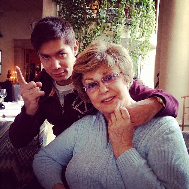 Стас Птеха с бабушкой