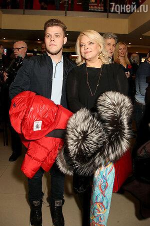 Яна Поплавская с сыном