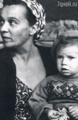 «Моя мама, Нина Антоновна, оченьлюбила старшую внучку. Надя часто гостила у нее на Ордынке»