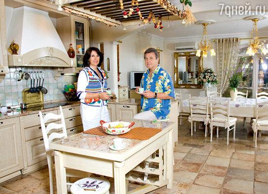 По желанию Ирины кухню-столовую оформили в романтическом прованском стиле
