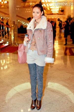 Ляйсан Утяшева предпочитает дубленые курточки
