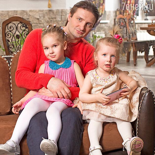Эдгард Запашный с дочерьми