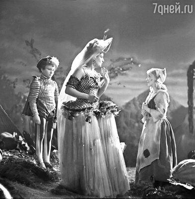 Так выглядели кадры из фильма «Золушка» 1947 года...