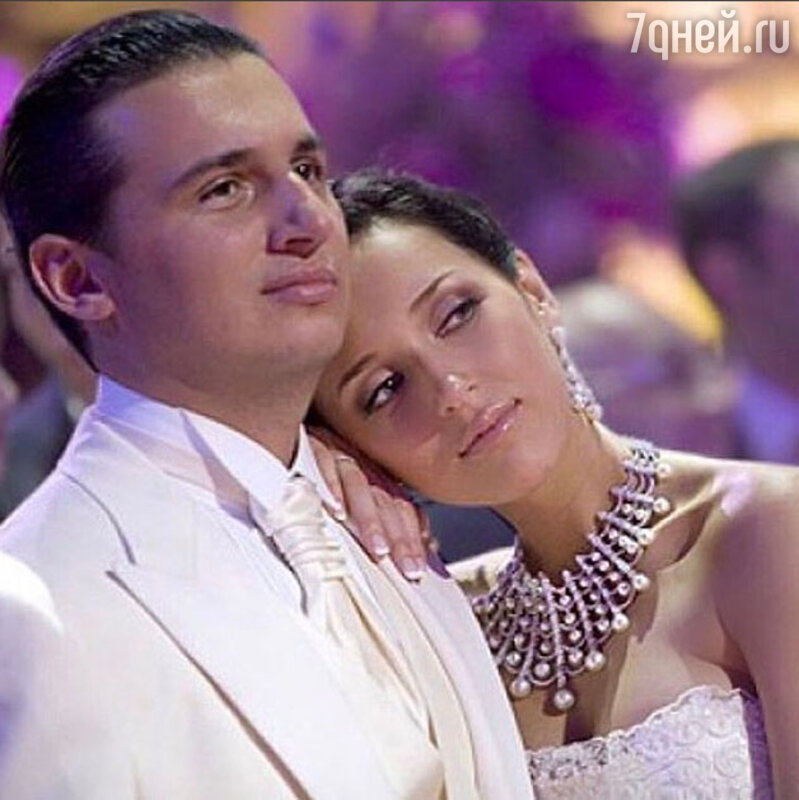 Алсу иЯнАбрамов подчеркнули стальную свадьбу