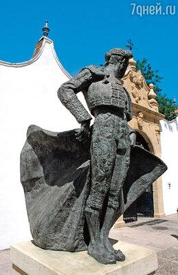 Уже при жизни Манолете поставили не один памятник