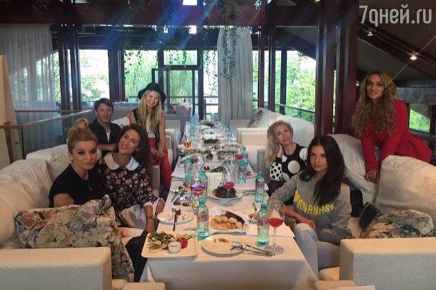Ксения Бородина, Алена Водонаева, Анастасия Гребенкина и другие гости дня рождения