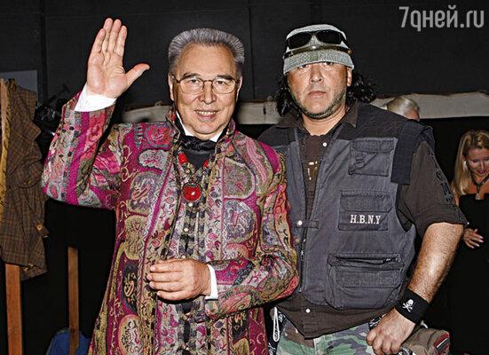 Из-за своей любви к мотоциклам Егор носит странную одежду. Я не могу видеть сына в бандане...
