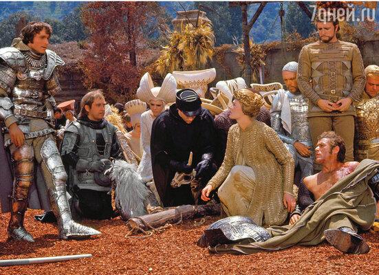 «Камелот» задумывался как крупная постановка с мощным составом. Из Лондона были вызваны Ричард Харрис и Ванесса, из Италии — Франко Неро. (На фото: кадр из фильма)