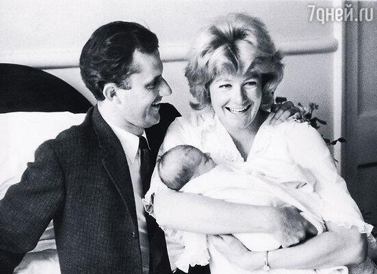 Ванесса Редгрейв и Тони Ричардсон с дочерью Наташей. Лондон, 1963 г.