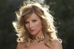 Ирина Нельсон опубликовала фото в купальниках без ретуши