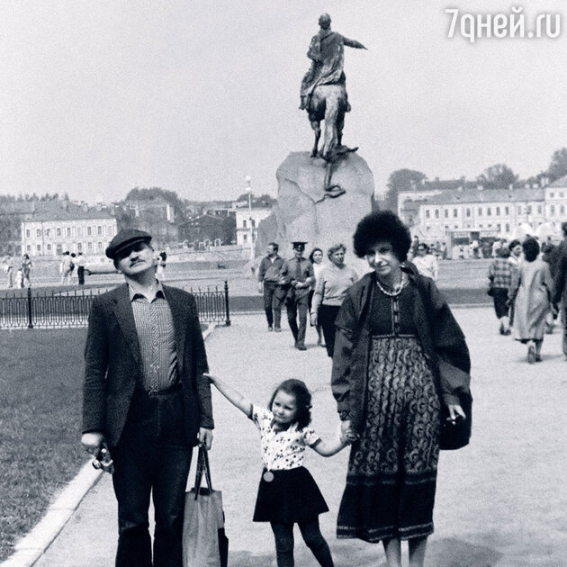 Глафира Тарханова с родителями