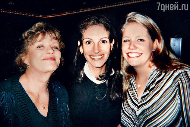 Джулия Робертс с мамой и сестрой