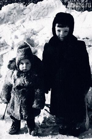 Мария Федотова-Глузская с братом Андреем Глузским