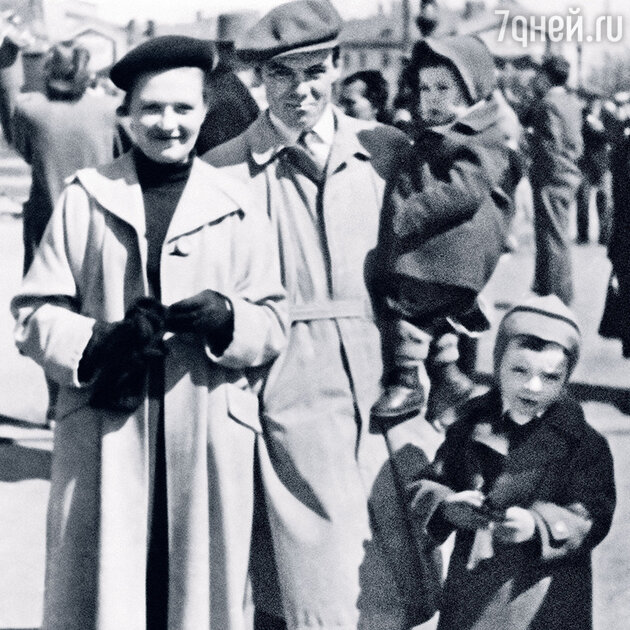 Михаил Глузский и Екатерина Перегудова с детьми