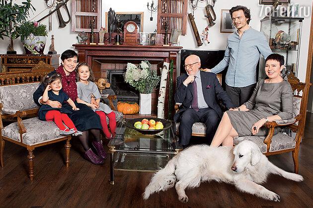 Мария Федотова-Глузская со своей семьей