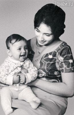Ирина Аллегрова с маленькой Лалой