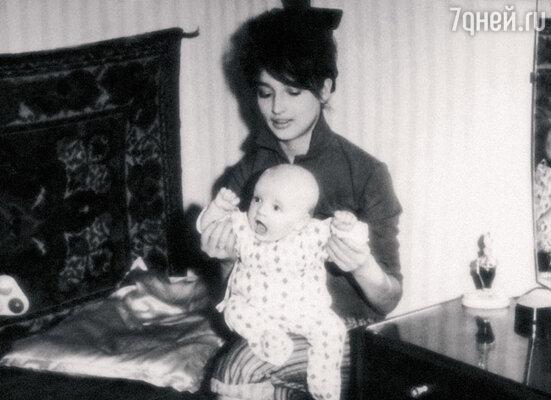 Семимесячная Жанна с мамой Людмилой Николаевной