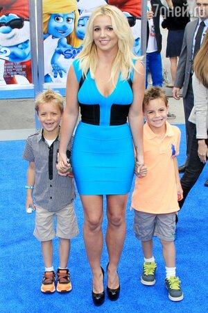 Бритни Спирс с сыновьями, Смурфики 2, 2013