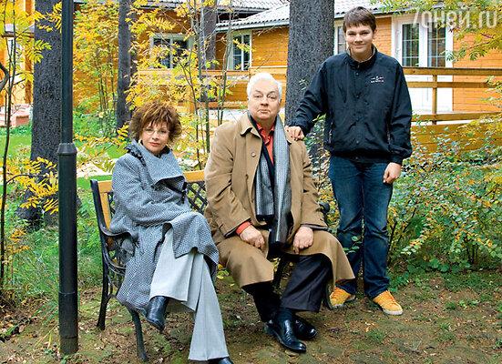 Михаил Державин с женой Роксаной Бабаян и внуком Павлом