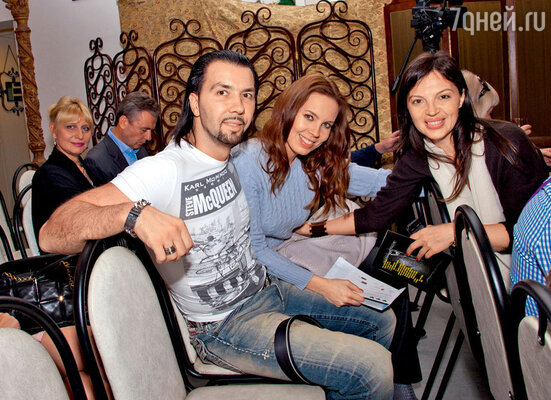 Денис Клявер с женой Ириной и модельер Алиса Толкачева